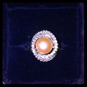 Jewelry - Beautiful large pearl ring surrounded by diamonds